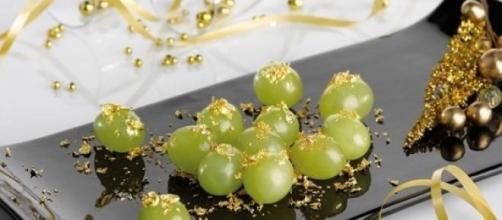 Come 12 uvas y pide 12 deseos al mismo tiempo