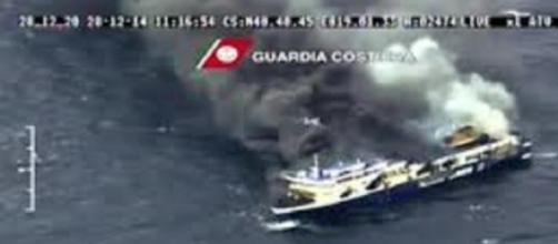 La Norman Atlantic in fiamme vicino a Corfù