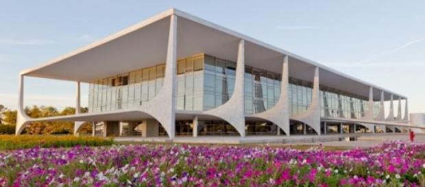 Os ministérios seguem o Palácio do Planalto
