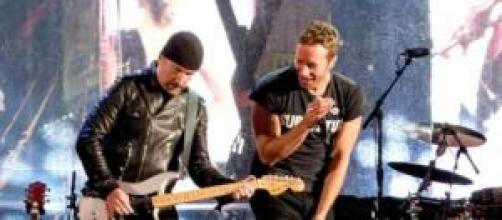 The Edge e Chris Martin em Times Square