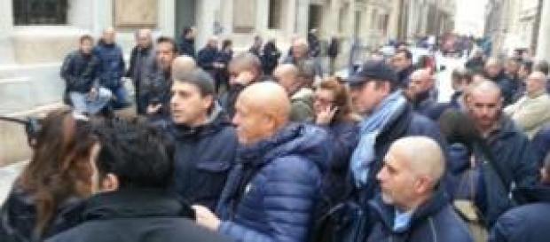 Gli autisti Amt nei pressi di Palazzo Tursi