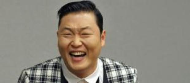 Psy rompe récord en Youtube