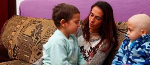 Mãe pede ajuda pelos filhos