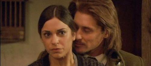 Mariana si concede a Lisardo.