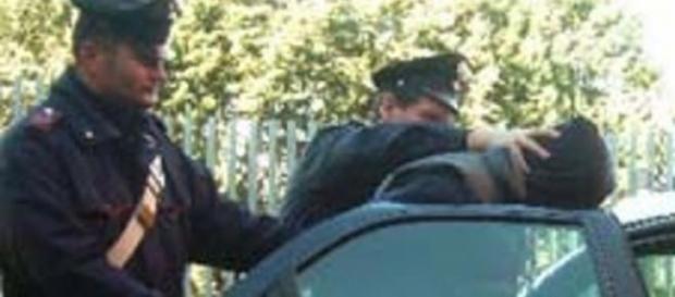 Il diciottenne scortato dalle forze dell'ordine