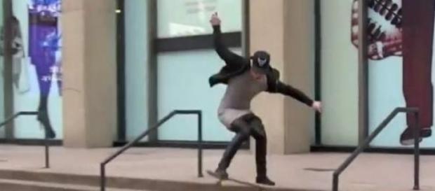 Justin Bieber demuestra sus habilidades con skate