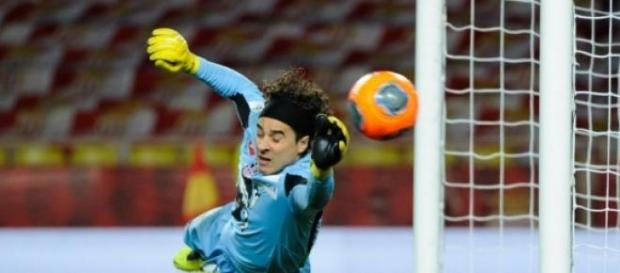 Liverpool no va por Guillermo Ochoa