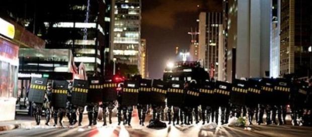 O encontro de manifestações e tropa de choque