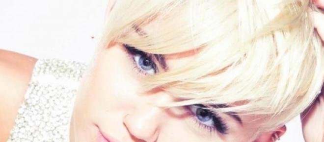 Miley Cyrus la polémica cantante es censurada en su cuenta de Instagram. la red social le ha eliminado una foto en la cual sale en topless, de acuerdo a la política de la red no se lo pueden permitir.