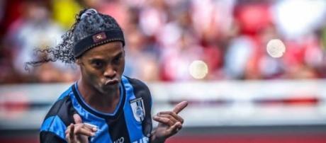 Ronaldinho, el espectáculo sigue