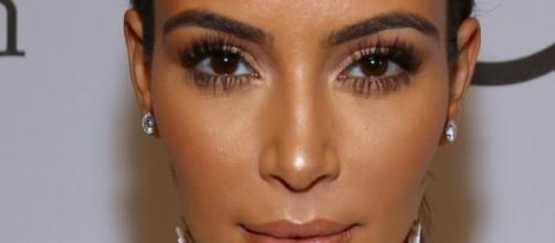 Kim Kardashian posando ante el photocall