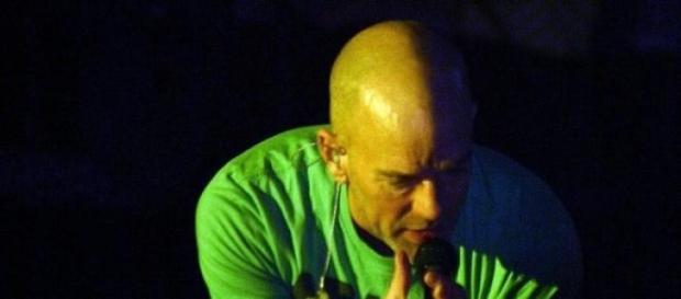 Michael Stipe num concerto em 2008.