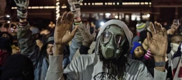 Negros indignados manifestándose