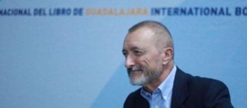 El escritor Arturo Perez Reverte en la FIL