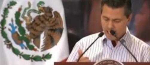 El presidente Enrique Peña Nieto lee su discurso