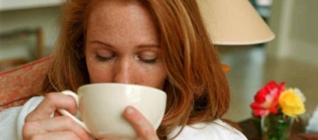 Beba chá para manter o corpo quente.