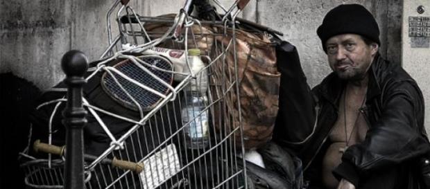 Un sin techo en las calles de París