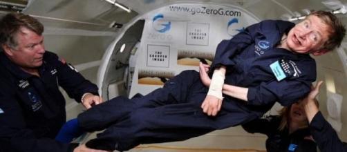 Stephen Hawking nasceu maior que o seu corpo