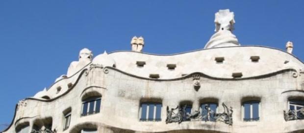 Fachada de edificio de Gaudí, Barcelona