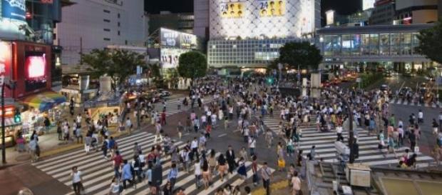 Faixa em X na Praça Hachiko em Tóquio, Japão
