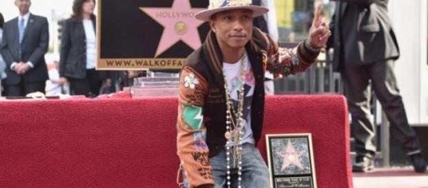 Pharrell tiene su estrella en Walk of Fame