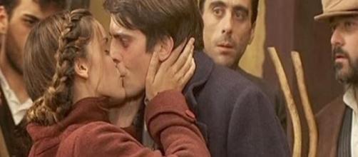 Il bacio che salva Luis dal linciaggio