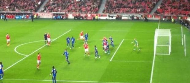 Benfica à procura do golo.