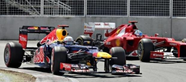 Vettel e Alonso na luta pelo pódio