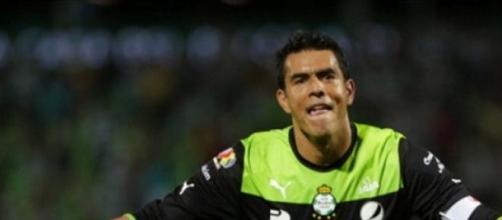 Oswaldo Sánchez deja de ser un Santo