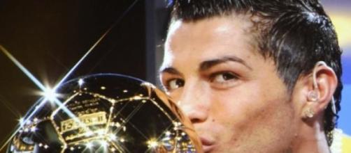 Ronaldo bem colocado para vencer 3ª Bola de Ouro
