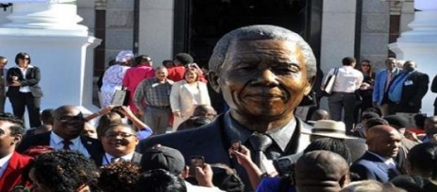 Estatua de Nelson Mandela.