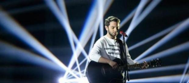 Lorenzo Fragola canta The Reason Why a Catania