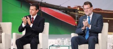 Rajoy parece enseñarle a Peña Nieto a tocar palmas