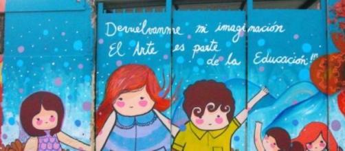 Un muro pintado alentando la imaginación