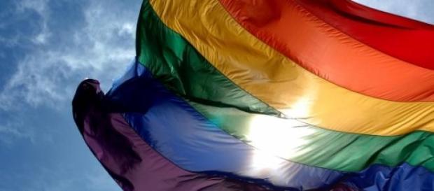 Bandera del colectivo homosexual ondeando