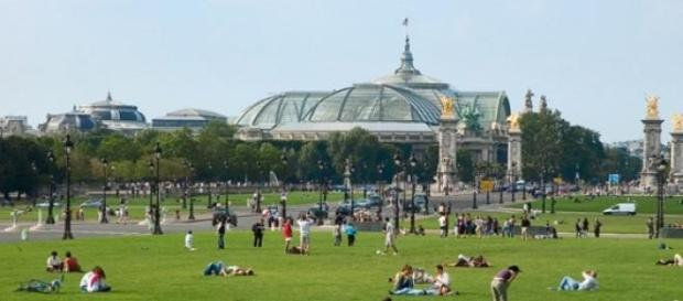 La ciudad de París se desplaza a pie