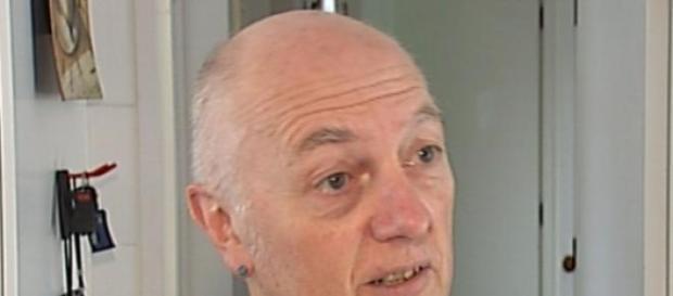 La foto dello scrittore divulgata da 3news