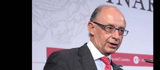 Montoro, ministro de Hacienda de España
