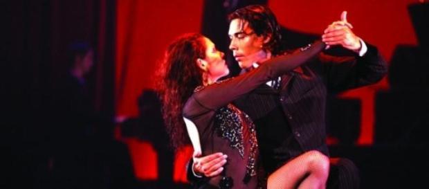 Pebeta y macán viven la pasión del tango