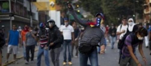 Caos in Venezuela, frattura nel Paese