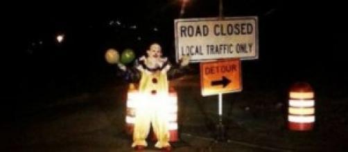 La foto amatoriale del clown per le strade
