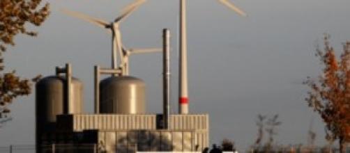 Pale eoliche, accumulatori e centrale a biogas