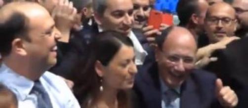 Afano, De Girolamo e Schifani ballano 'Happy'