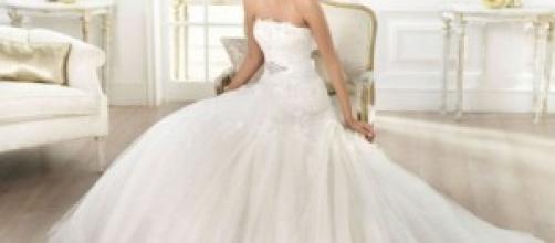 Indossa l'abito da sposa dal giorno del matrimonio