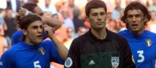 Cannavaro e Maldini protestano con l'arbitro