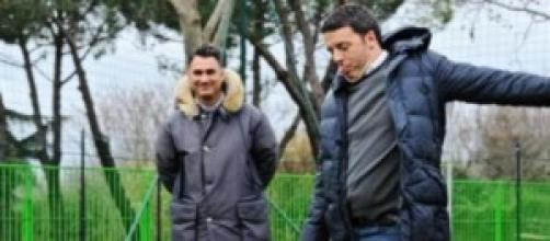 Matteo Renzi gioca a pallone