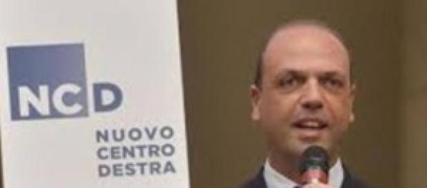 Angelino Alfano prime contestazioni