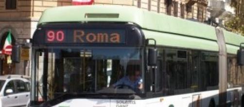 Roma, un pulman dell'Atac