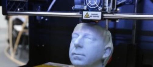 stampa 3D di un volto con lineamenti dettagliati