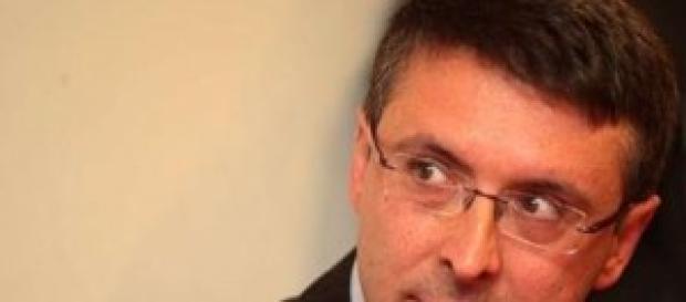 Renzi sceglie Cantone come controllore